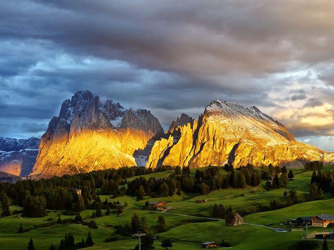 Khung cảnh bình yên ở dãy núi Dolomite, Italy.