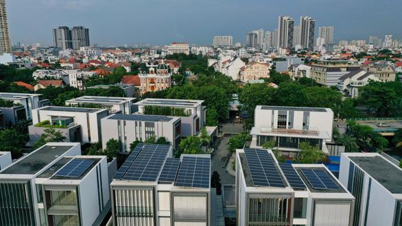 Lắp đặt điện mặt trời có cần giấy phép? Địa phương hỏi, Bộ chưa trả lời - Ảnh 1
