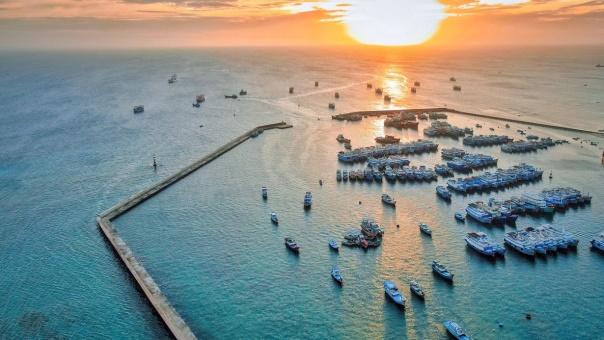Sunset scene on Phu Quy island