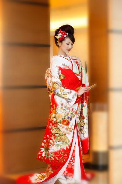 Ý nghĩa áo cưới truyền thống người Hoa, Nhật, Hàn