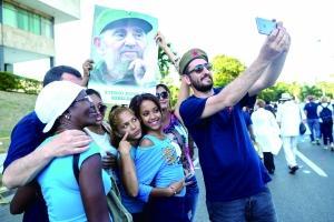 卡斯特羅迎來90大壽 古巴民眾自發慶祝
