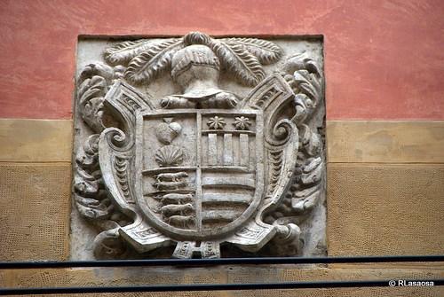 Escudo de armas de los Vidarte, Ardaiz, Zaro, Aróstegui, situado en la calle Curia.