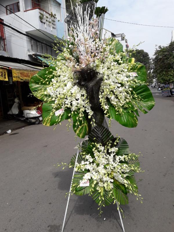 Một số sai lầm thường gặp khi chọn shop đặt hoa chia buồn tại quận 2