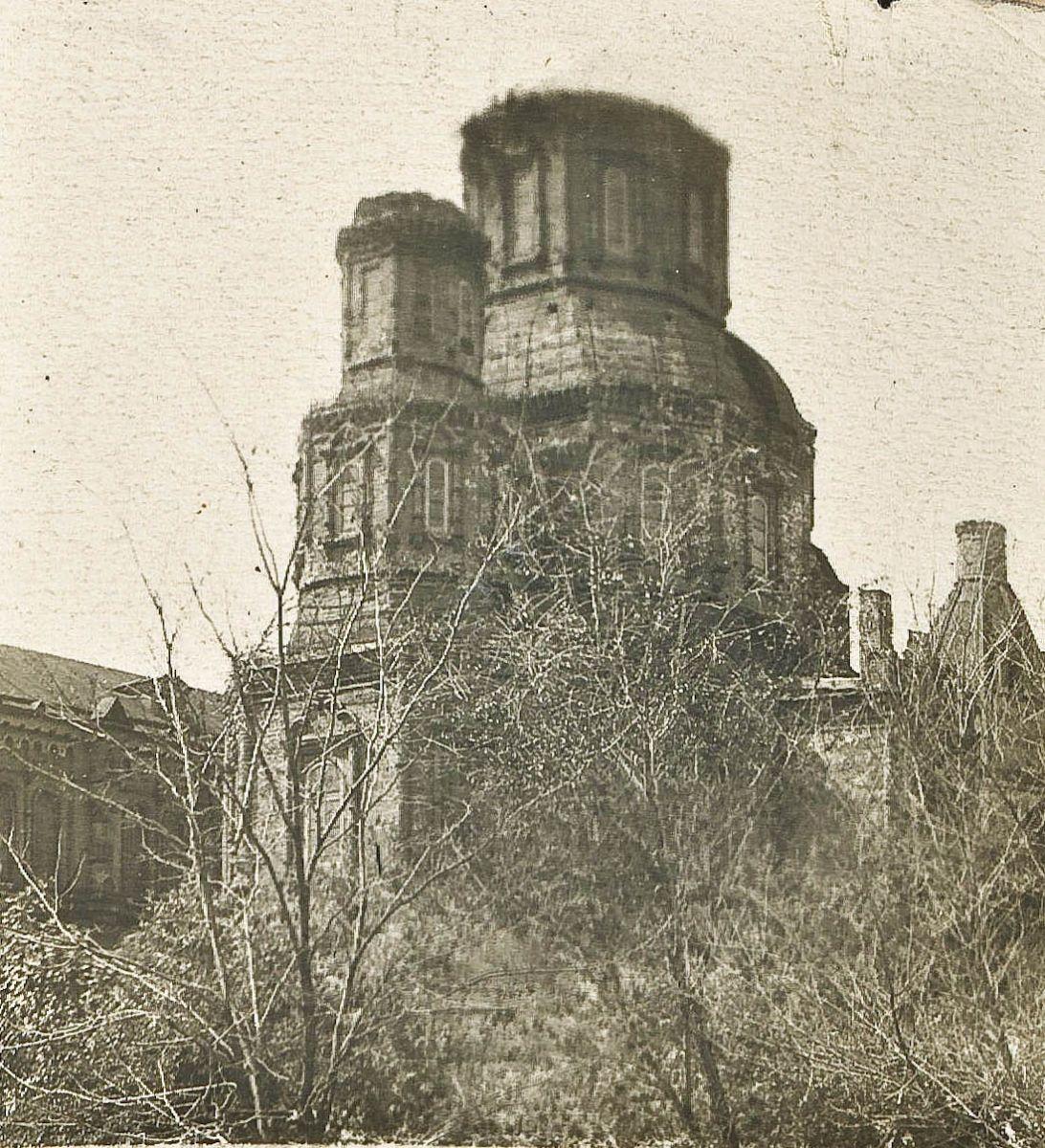 Ось у такому вигляді прийняв Покровський монастир о. Олександр наприкінці 1941-го. «Будівля доведена большевиками до загрозливого стану», — значиться в акті обстеження