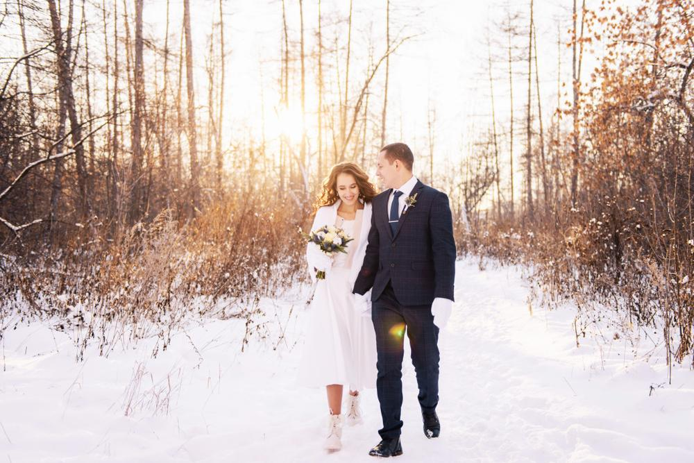 5 Socially Distanced Winter Wedding Ideas for Couples