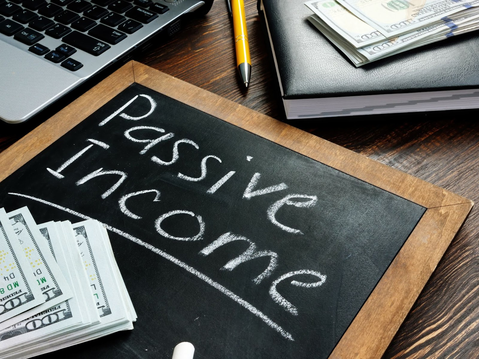 dividend investing: blackboard with Passive Income written on it