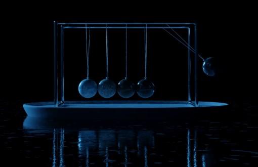 immagine di pendolo blu su sfondo nero attenzione come catturarla