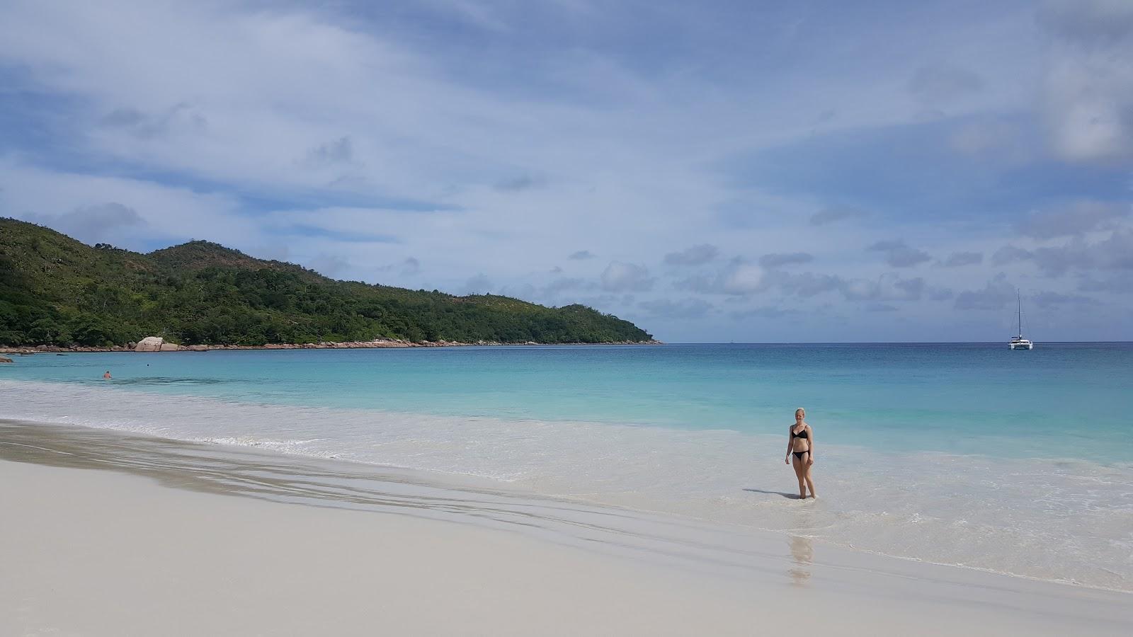 Tina Reiser på stranda Anse Lazio på Praslin