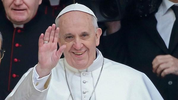 http://www.familysecuritymatters.org/imgLib/20130315_pope_francis_waving_large.jpg