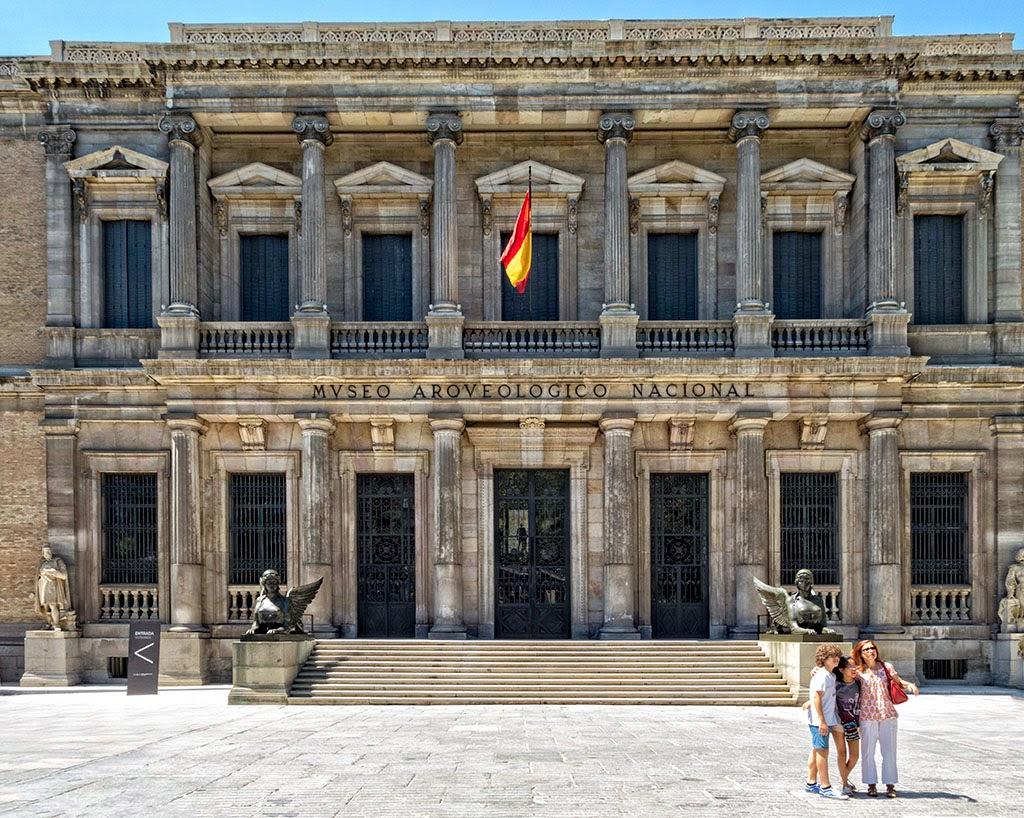 https://ttnotes.com/palacio-de-cibeles.html#gal_post_40444_palacio-de-cibeles-madrid-7.jpg