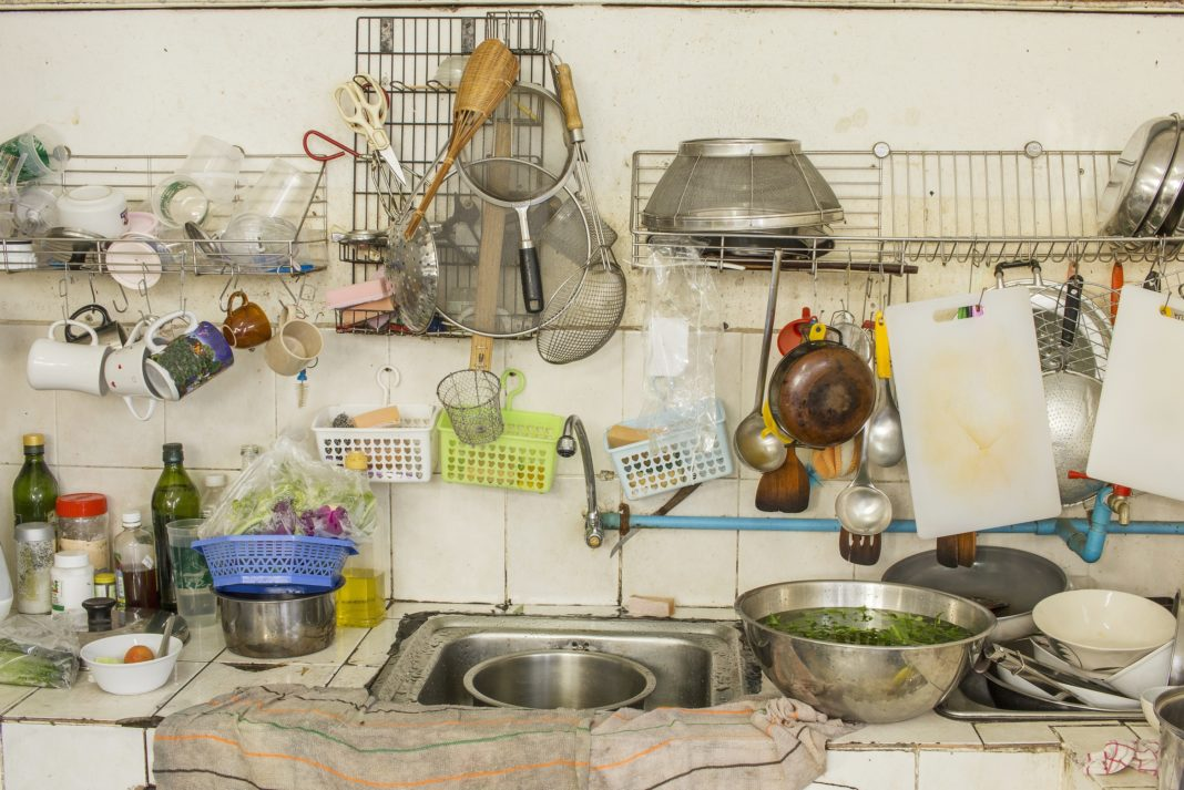 Small kitchen in a mess