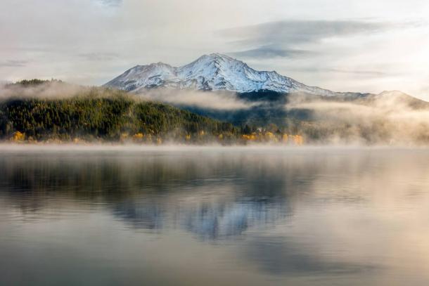 https://www.ancient-origins.net/sites/default/files/styles/large/public/Mount-Shasta-Mist.jpg?itok=6uhSV189