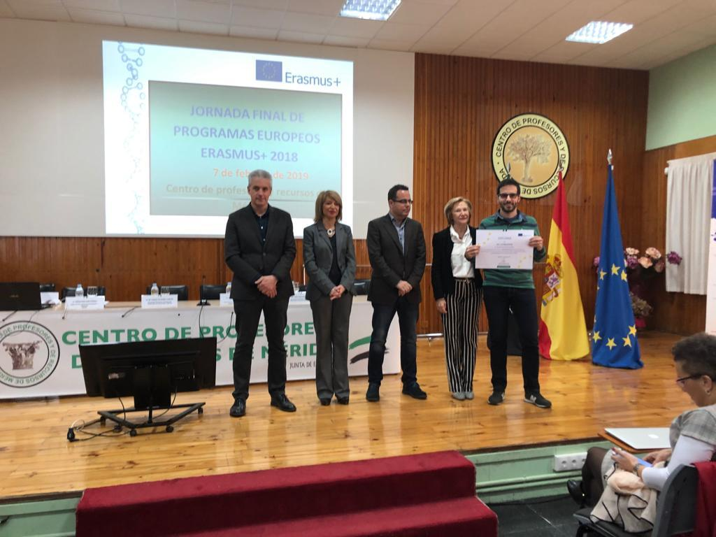 E:\Erasmus Plus\Erasmus 2018-2019\Jornada Final Merida 7feb2019\Yo.Diploma.jpeg