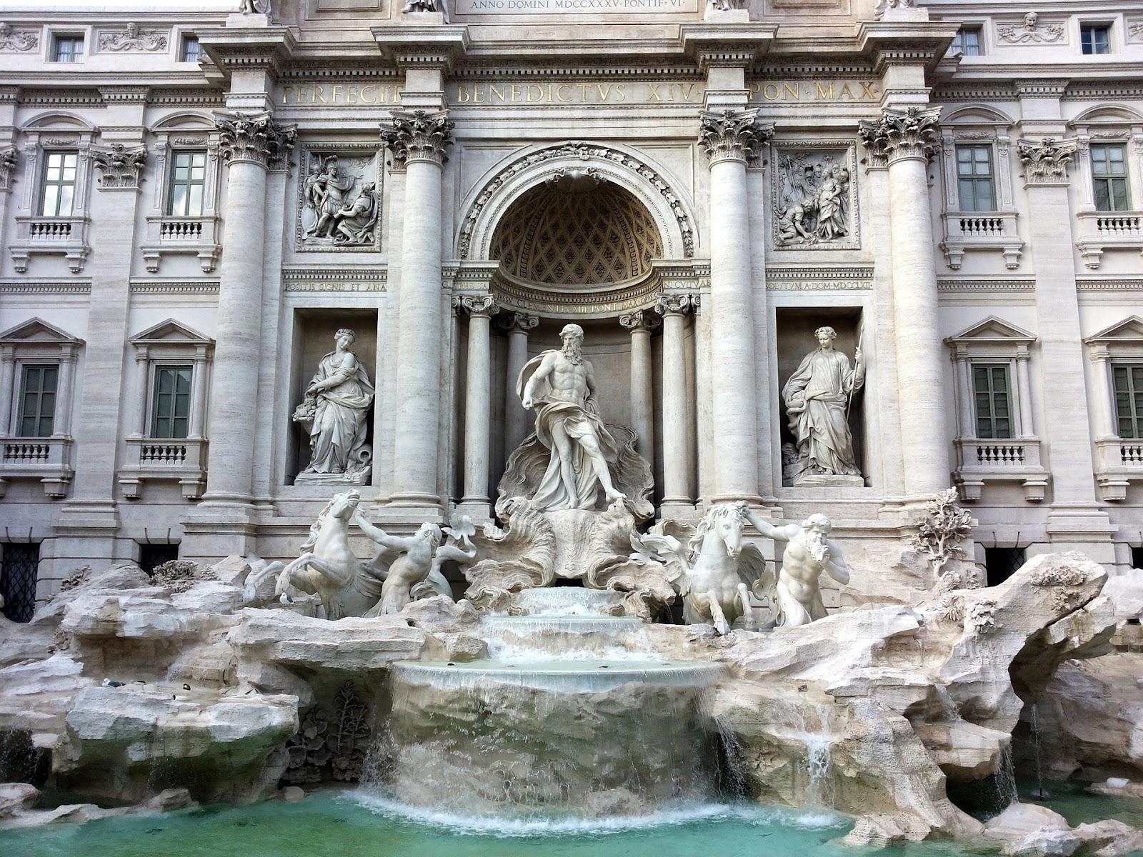 מזרקת המשאלות ברומא. סוסים וזאוס