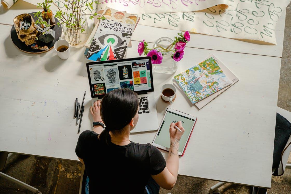 Бесплатное стоковое фото с ipad, активный отдых, артист