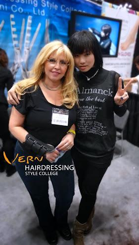 在紐約IBS美髮沙龍秀上Rene時常來找韋恩國際講師Emma老師