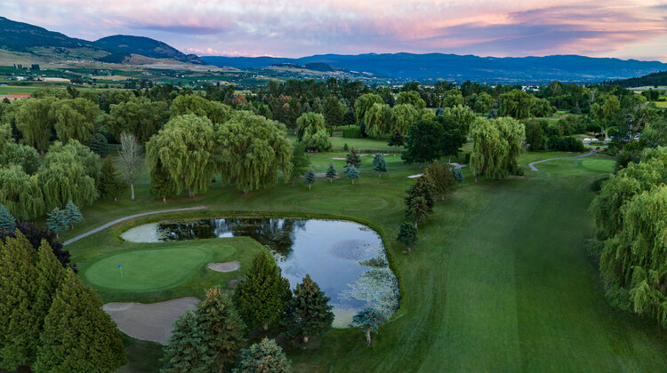 A picture of Shadow Ridge Golf Club showing a green surrounded by water traps.