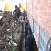 Workers working in the trench