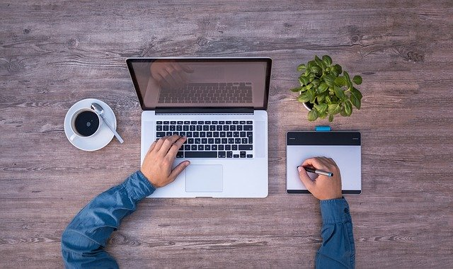Quel métier et salaire pour travailler chez soi - rédacteur web seo, community manager