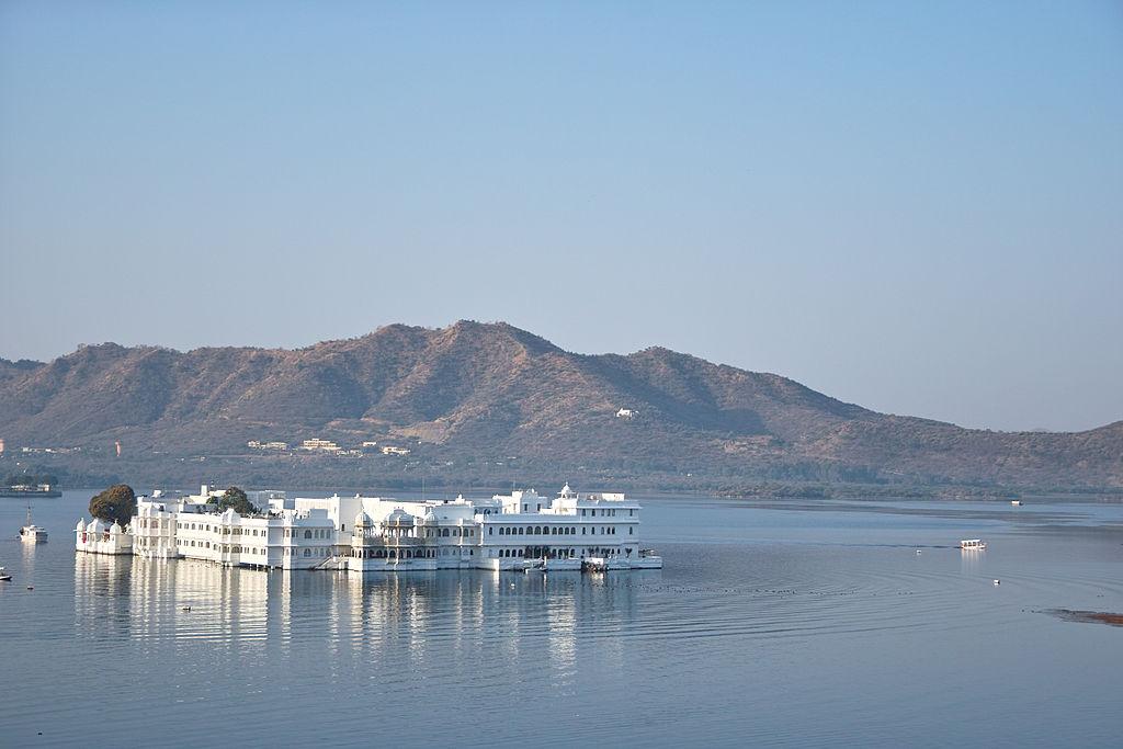 1024px-Udaipur-LakePalace-SDIM1639.jpg