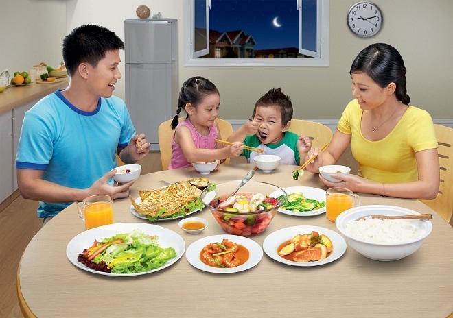 Bữa ăn của trẻ cần bảo đảm vệ sinh và đầy đủ dưỡng chất