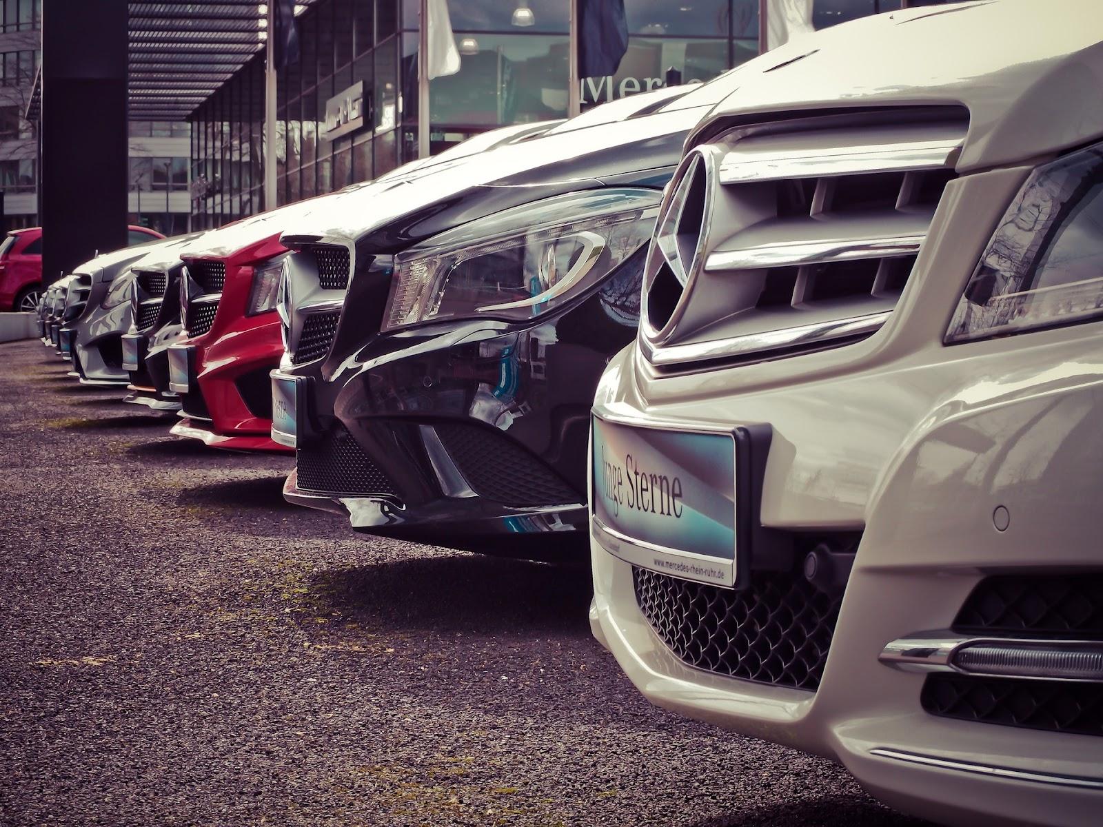 Os carros mais modernos, especialmente os de luxo, costumam ser equipados com injeção direta (Fonte: Pixabay)