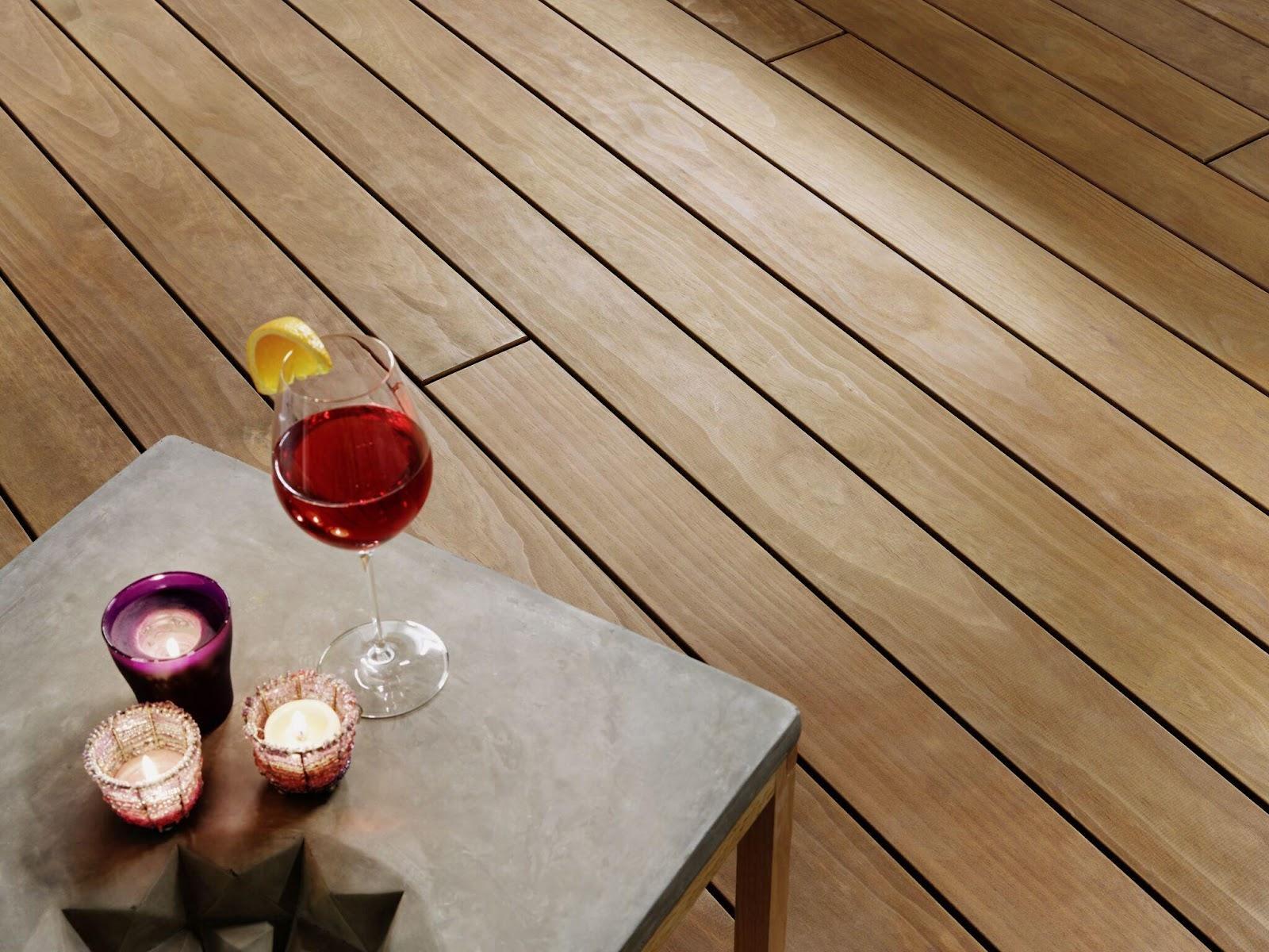 Profitez de votre terrasse finie : Une fois que la terrasse est montée, il ne reste plus qu'à profiter de cet espace en plein air avec les amis et la famille. Bon été !