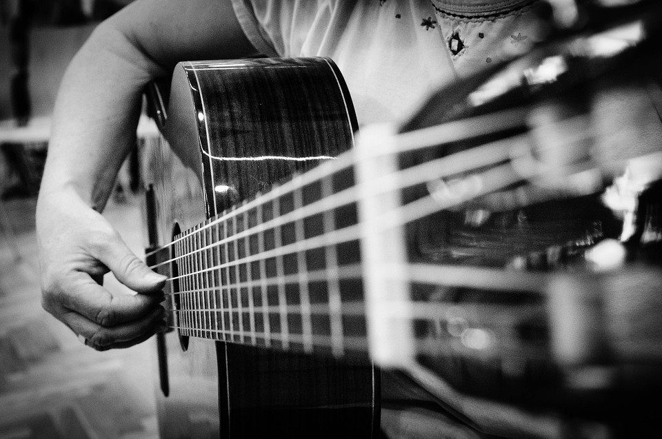 Guitarra Mano Instrumento Musical - Foto gratis en Pixabay