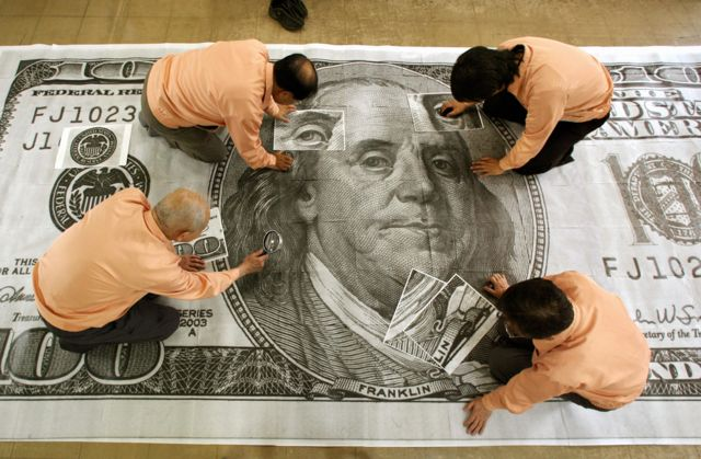 В 2006 году должностные лица японского банка смогли идентифицировать супердоллары, только увеличив их в 400 раз