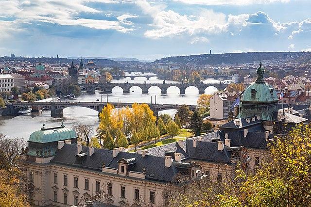 Vista de los puentes de Praga