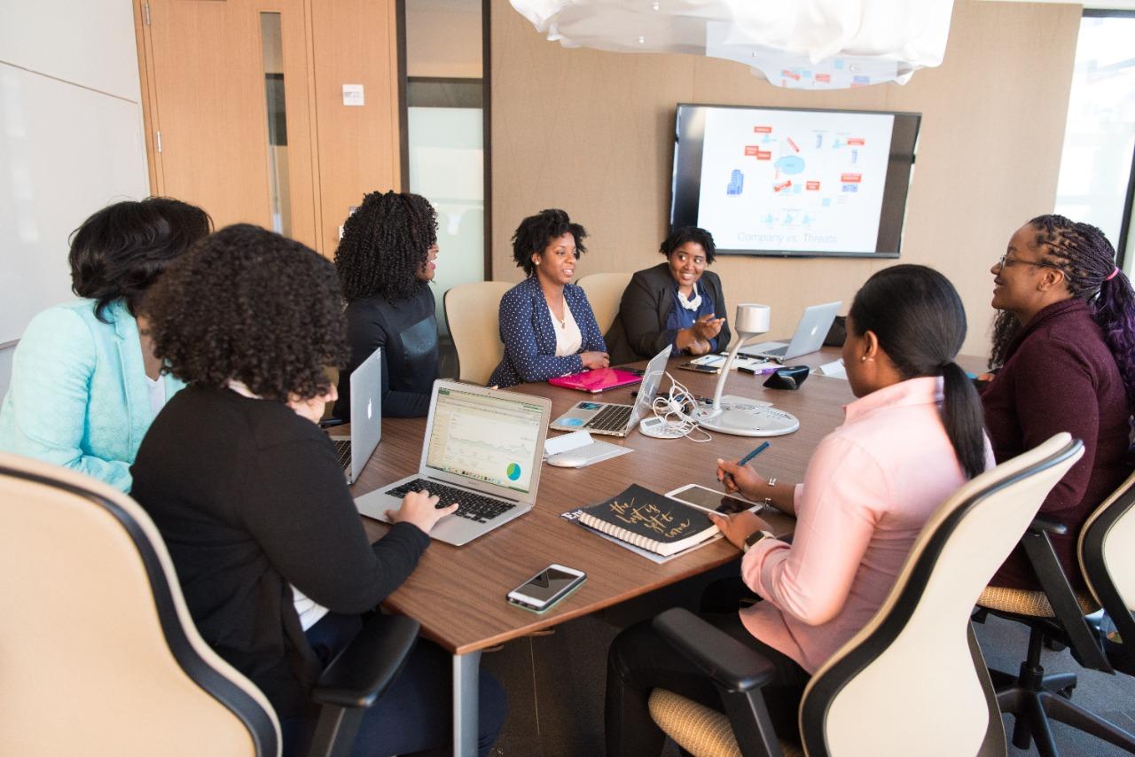 A participação feminina no mundo corporativo se faz cada vez mais importante (Fonte: Christina Morillo/Pexels)