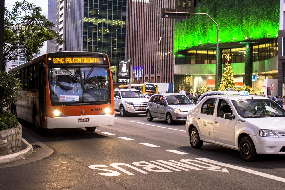 Transporte coletivo precisa se reinventar para oferecer conforto e preços mais competitivos à população. (Fonte: Shutterstock)
