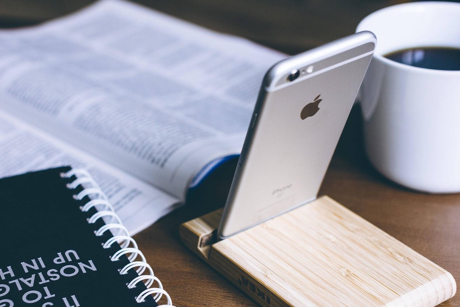 iphone-bianco-agenda-nera