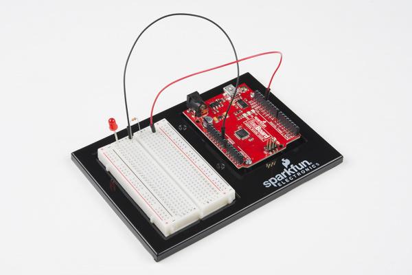 SparkFun Inventor's Kit LED blink circuit