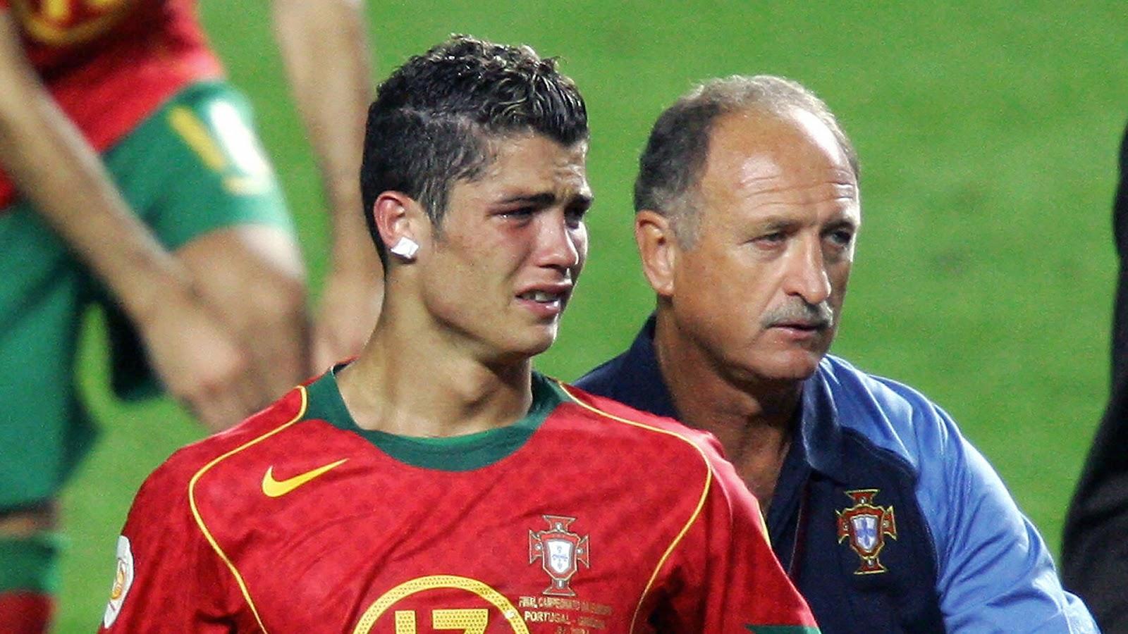 Фото Криштиану Роналду после финала Евро-2004