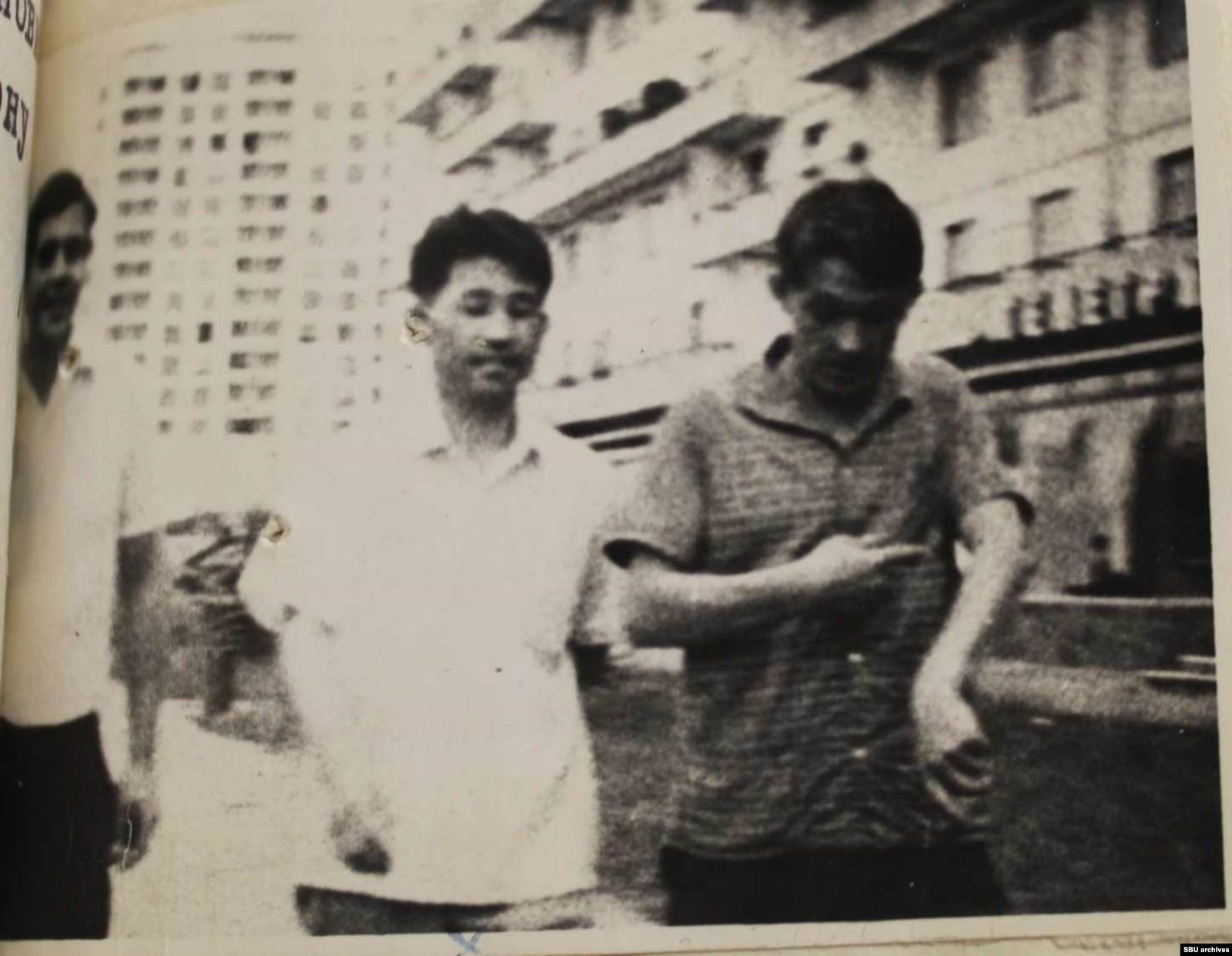 Справа Пушкарь, в центре Пак, а слева, вероятно, Наумов («Иванов»). Фото КГБ, сделанное скрытой камерой. Из оперативного дела