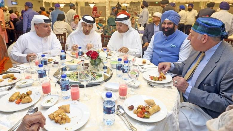Emiratis having dinner - XploreDubai