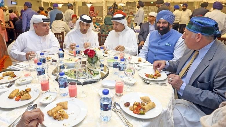 Emiratis having dinner - XploreDubai