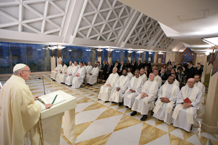 Nhà nguyện Thánh Marta: 'Tính thiếu mạch lạc' dễ trở thành 'vũ khí' cho ma quỷ