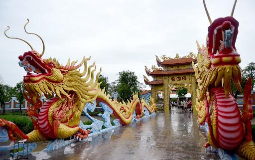 cổng nhà Hoài Linh tại Sài Gòn