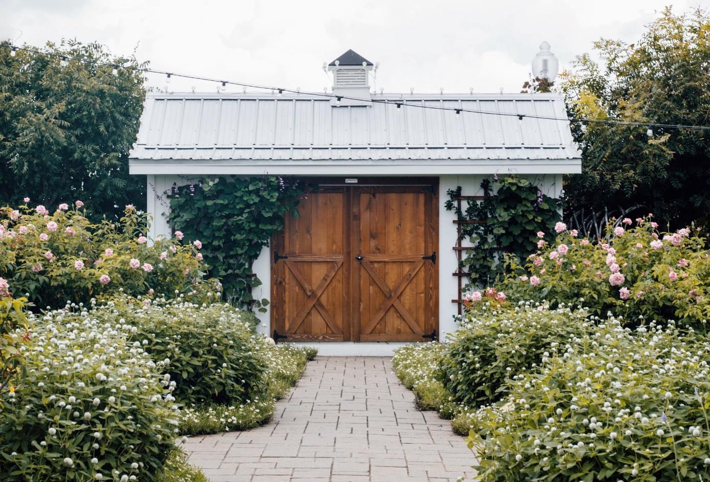 C:\Users\mail\OneDrive\Pictures\DB Online Marketing Afbeeldingen\1440-keeponstyling-buitenkant-van-je-tuinhuisje-opknappen (2).jpg