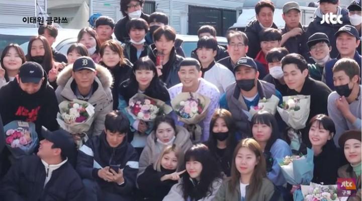 Kwon Nara hồn nhiên reaction cảnh tình tứ của Park Seo Joon và tình địch ở hậu trường Tầng Lớp Itaewon, hơi kì nha! - Ảnh 10.
