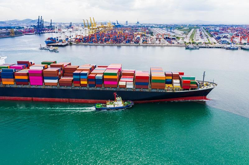 navio carregando exportações