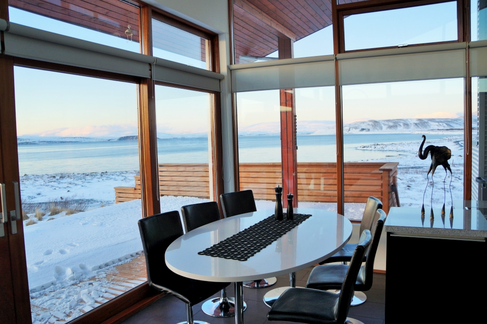 Guest can have an mountain and lake view at Lundur Cottage