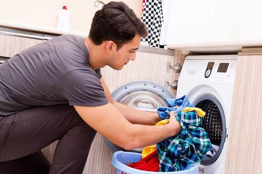 Lưu ý phân loại đồ trước khi giặt quần áo bằng nước nóng