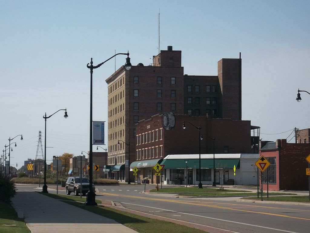1024px-Main_Street_Downtown_Benton_Harbor.jpg