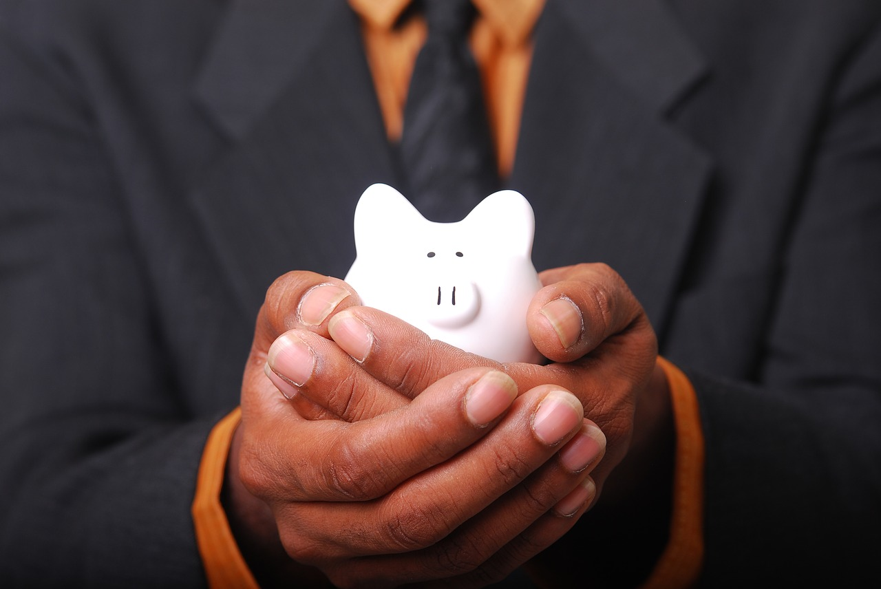 man-holding-piggy-bank-and-avoiding-home-buyers-remorse
