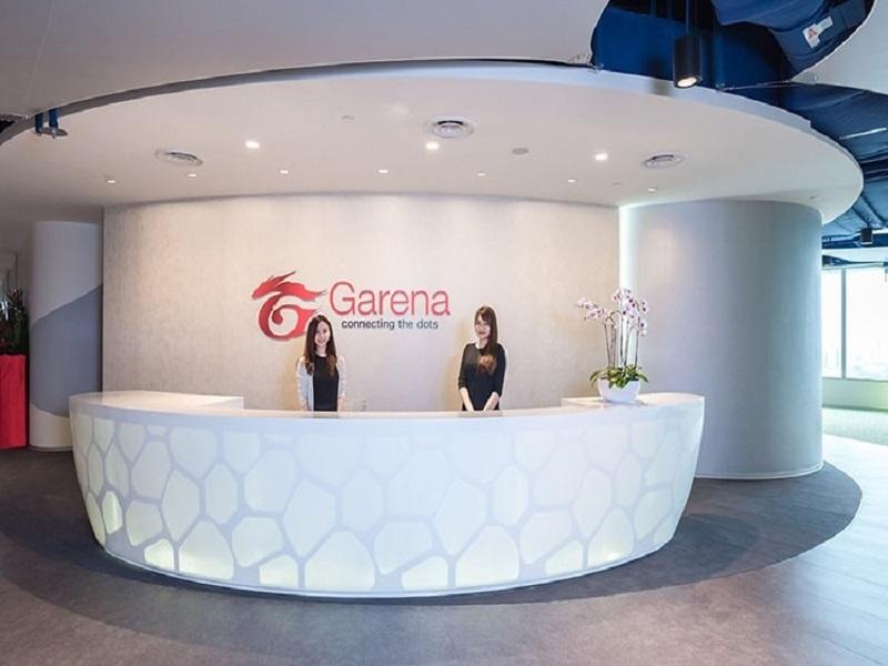 Hành lang rộng rãi của văn phòng làm việc Garena