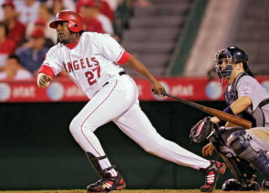 Imagen que contiene béisbol, persona, reproductor, exterior  Descripción generada automáticamente