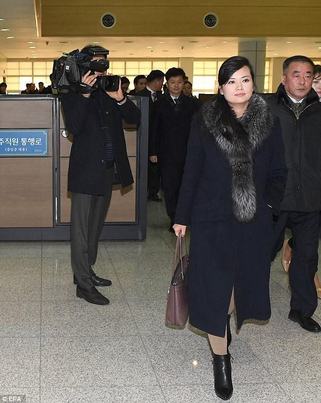 Cận cảnh người yêu cũ xinh đẹp và quyền lực của Chủ tịch Kim Jong Un - Ảnh 9